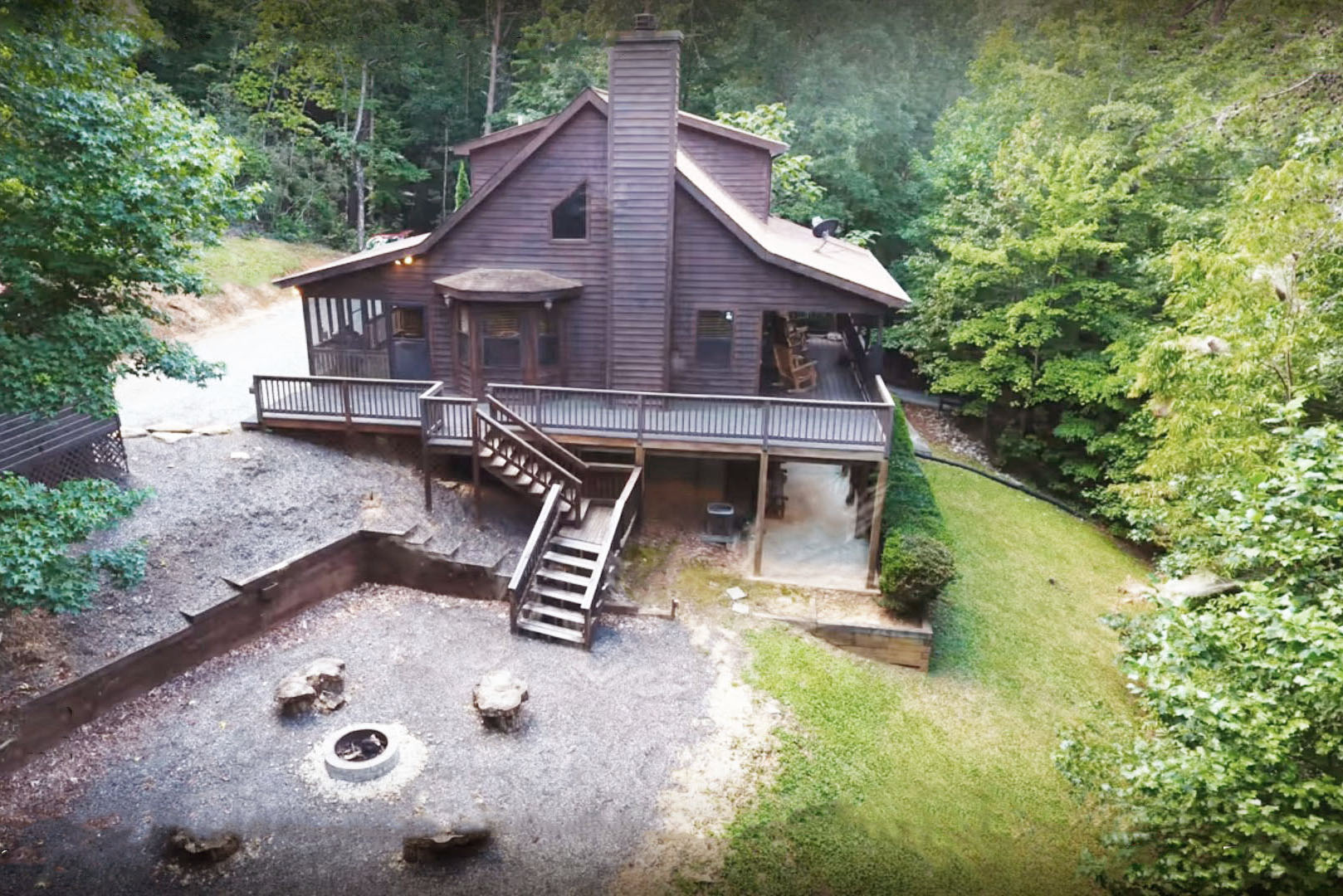 Bird`s eye view of Bearadise cabin.