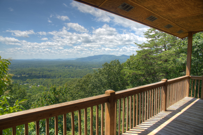 The amazing long range views at Lookout Pointe cabin.