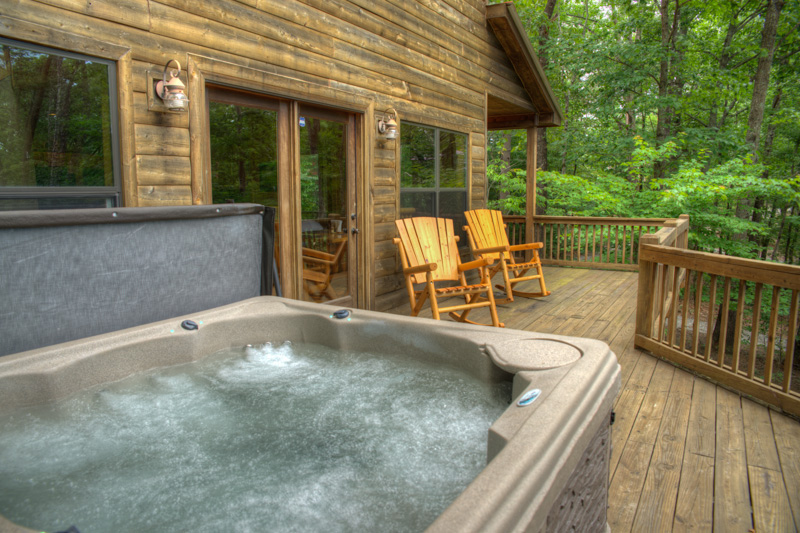 The hot tub on the deck of Yonah View Lodge cabin.